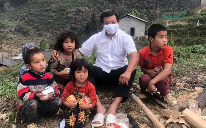Chiều nay, ông Đoàn Ngọc Hải cùng vợ chồng ca sĩ Cẩm Vân và nhiều cựu cầu thủ sẽ đi nhặt rác