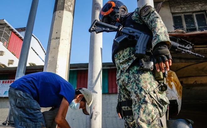 Vi phạm giới nghiêm: Người đàn ông Philippines co giật rồi tử vong sau 300 lần đứng lên ngồi xuống