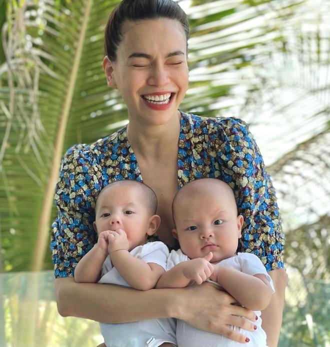 Cặp sinh đôi của Hà Hồ - Kim Lý: Đáng yêu như búp bê, vừa sinh đã sở hữu lượng fan khủng - Ảnh 2.