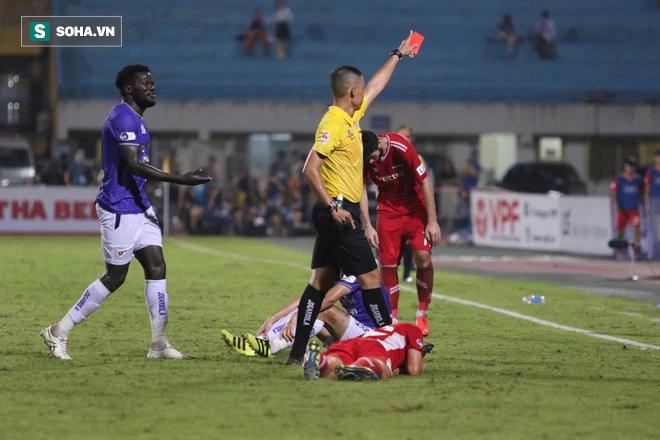 Bầu Hiển không vui, tìm gặp riêng HLV mới sau trận thua của Hà Nội FC - Ảnh 3.