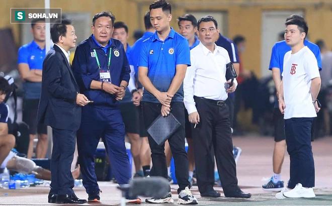 Bầu Hiển không vui, tìm gặp riêng HLV mới sau trận thua của Hà Nội FC