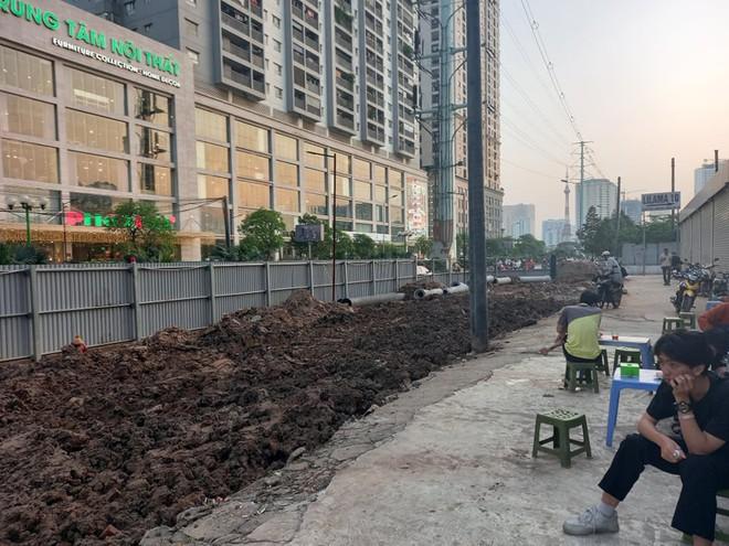 Hà Nội: Xôn xao hình ảnh đang đào đường Tố Hữu phát hiện 1 người dưới lòng đất ở độ sâu 2 mét - Ảnh 5.