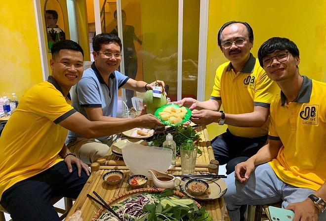 Cầu thủ Việt đá chéo sân thành các Chủ tịch mới trên thương trường - Ảnh 10.