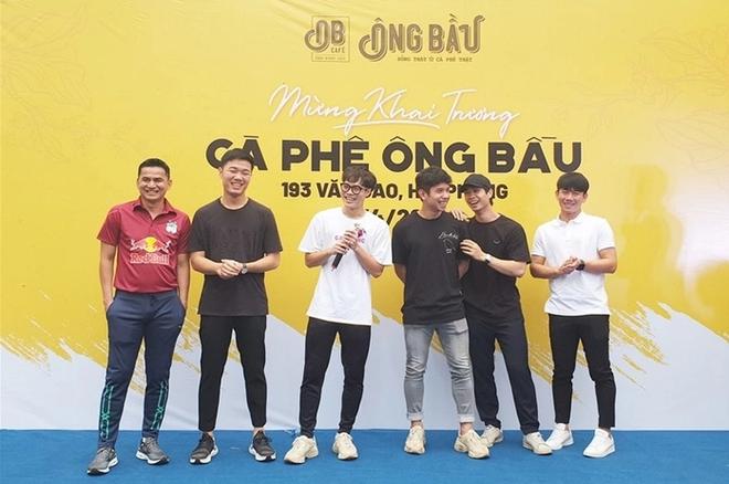 Cầu thủ Việt đá chéo sân thành các Chủ tịch mới trên thương trường - Ảnh 1.