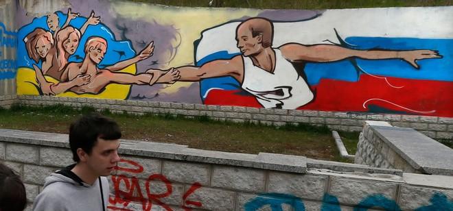 Chuyên gia: Mỹ đã bật đèn xanh, ông Putin sẽ nối Donbass với Crimea bất chấp QĐ Ukraine? - Ảnh 2.