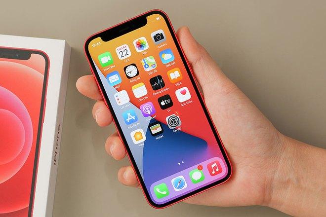 Đại lý ồ ạt xả hàng, iPhone 12 Mini chạm đáy, thấp nhất kể từ khi bán tại Việt Nam - Ảnh 1.