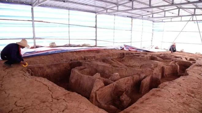Chú chó trên công trường phát hiện lăng mộ 2000 năm tuổi: Đội xây dựng lập công lớn! - Ảnh 5.