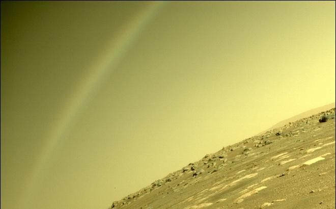 NASA chụp được ảnh cầu vồng trên Sao Hoả