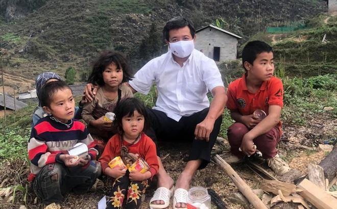 """Ông Đoàn Ngọc Hải """"nhắn"""" các bác sĩ ở Hà Nội về cháu bé mang khối u """"khủng"""", khẳng định sẽ đến thanh toán viện phí"""