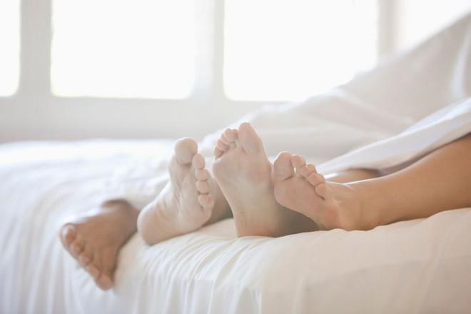 Tăng cường sinh lý nam: 9 cách có tác dụng bất ngờ - Ảnh 2.