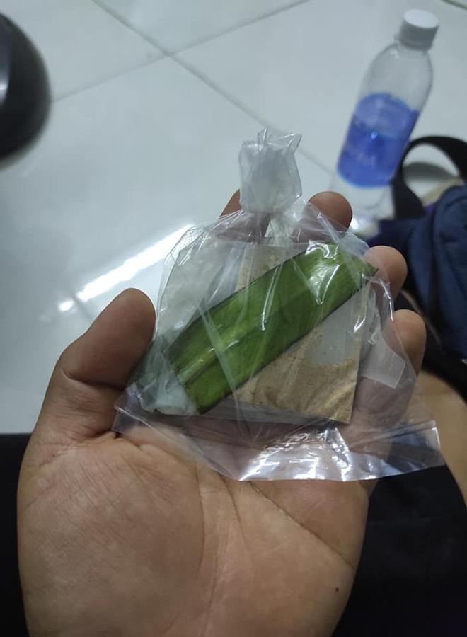 Nhận hàng mua sale 1 nghìn đồng, khách ngao ngán vì bánh tráng trộn vừa một miếng - Ảnh 1.