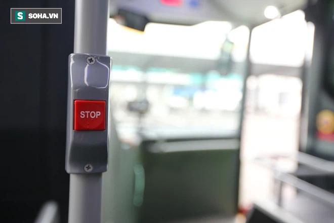 Xe buýt điện VinBus chính thức lăn bánh:  Người dân hào hứng đi thử - Ảnh 5.