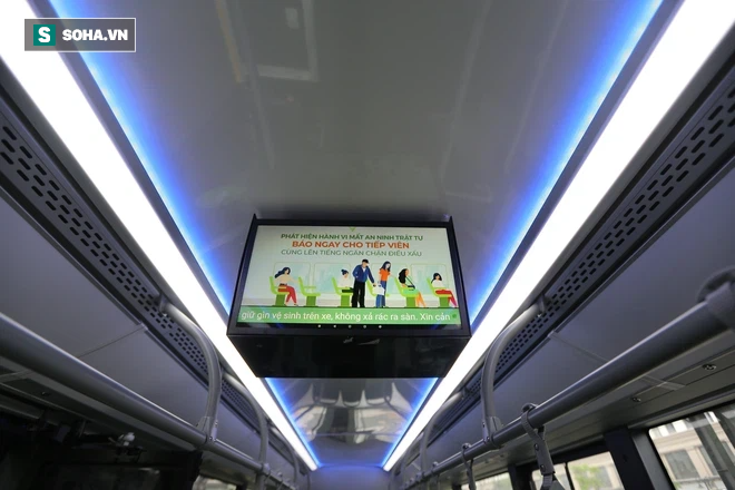 Xe buýt điện VinBus chính thức lăn bánh:  Người dân hào hứng đi thử - Ảnh 8.