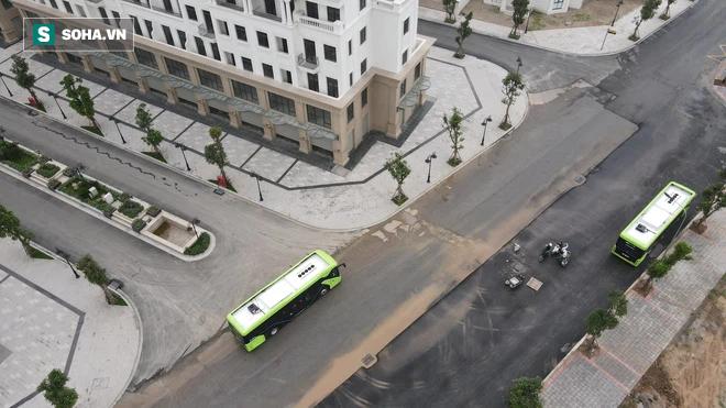 Xe buýt điện VinBus chính thức lăn bánh:  Người dân hào hứng đi thử - Ảnh 12.