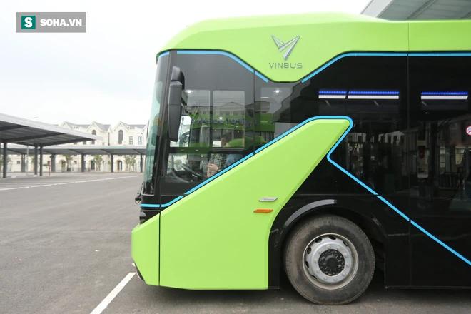 Xe buýt điện VinBus chính thức lăn bánh:  Người dân hào hứng đi thử - Ảnh 15.