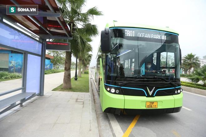 Xe buýt điện VinBus chính thức lăn bánh:  Người dân hào hứng đi thử - Ảnh 16.