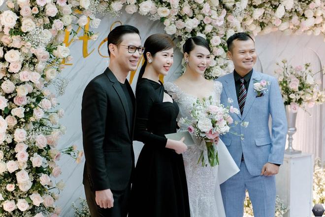 Dàn nghệ sĩ Việt dự đám cưới ca sĩ Mỹ Ngọc với chồng đại gia hơn 12 tuổi - Ảnh 5.
