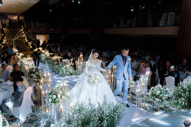 Dàn nghệ sĩ Việt dự đám cưới ca sĩ Mỹ Ngọc với chồng đại gia hơn 12 tuổi - Ảnh 1.