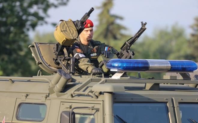 """Donbass nóng rực: Nga chuyển quân ồ ạt nhất từ khi xung đột bùng nổ, """"phả hơi nóng"""" vào Ukraine"""