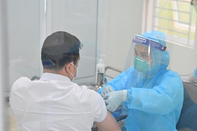Hơn 55.000 liều vắc xin AstraZeneca được tiêm ở Việt Nam: Phản ứng sau tiêm nào ghi nhận nhiều nhất? - Ảnh 1.
