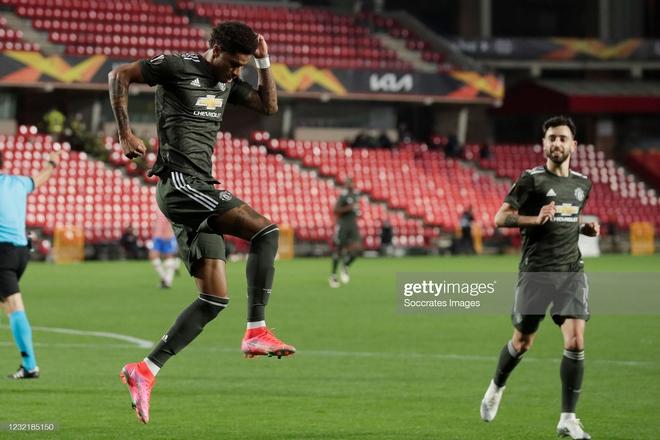 Man United thổi bay địch thủ ngổ ngáo; Arsenal trả giá đắt vì sai lầm phút bù giờ - Ảnh 1.