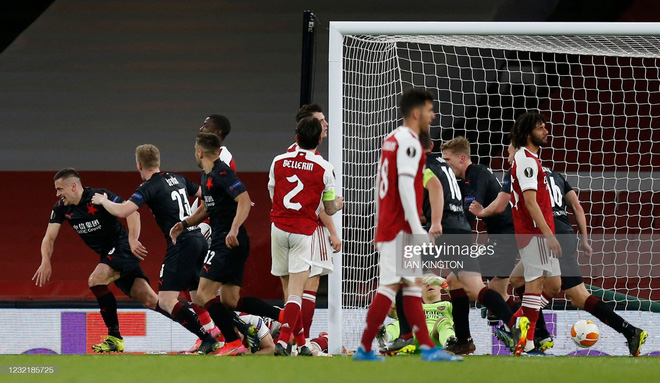 Man United thổi bay địch thủ ngổ ngáo; Arsenal trả giá đắt vì sai lầm phút bù giờ - Ảnh 4.