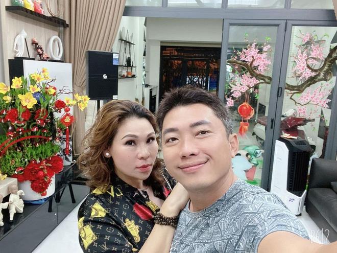 Hình ảnh sang chảnh, đi du lịch đắt đỏ của vợ đại gia Kinh Quốc trước khi bị bắt - Ảnh 2.