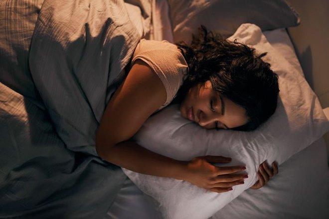 Ngủ quá nhiều có hại sức khỏe không? Bất ngờ với giải thích của chuyên gia - Ảnh 1.