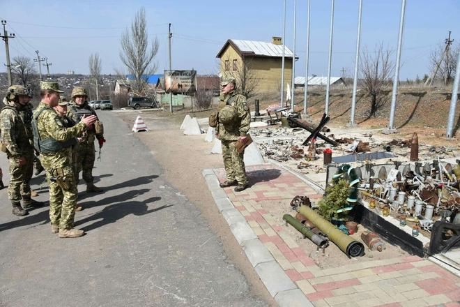 Đụng độ ác liệt ở Donetsk, lính Ukraine bỏ cả đồng đội tháo chạy - Lộ tình tiết bí ẩn vụ tàu Iran bị tấn công - Ảnh 2.