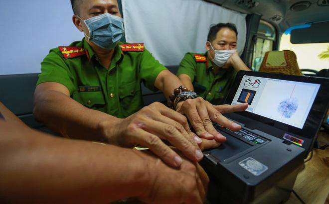 Sau khi nhận thẻ căn cước công dân gắn chip, người dân nên làm gì đầu tiên?