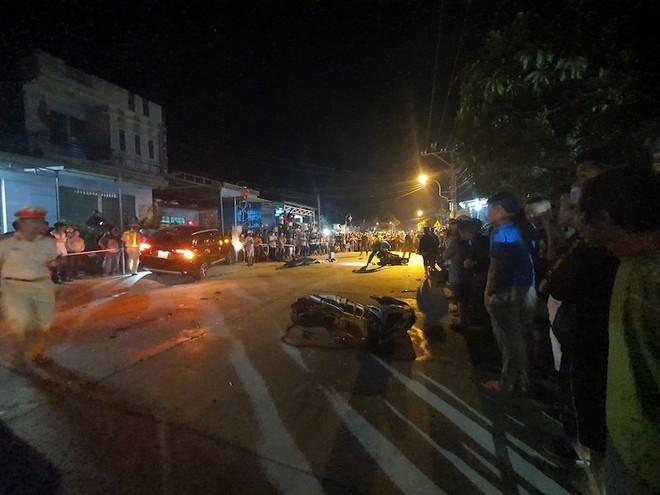 Ô tô gây tai nạn liên hoàn, 2 người chết, nhiều nạn nhân bị thương - Ảnh 1.