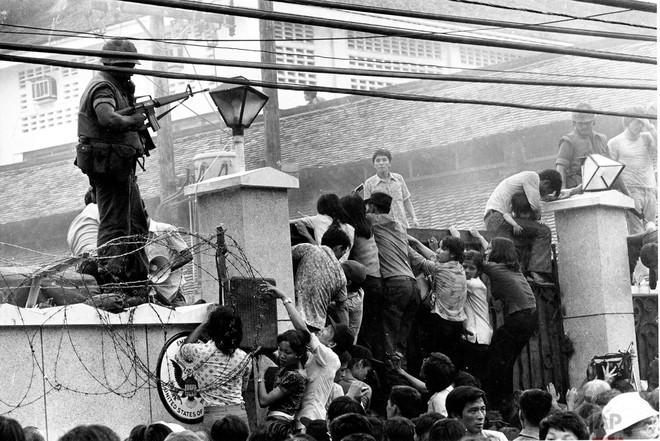 Sài Gòn, ngày 29/4/1975: 5 triệu đô la bị hỏa thiêu trên nóc tòa Sứ quán - Ảnh 3.