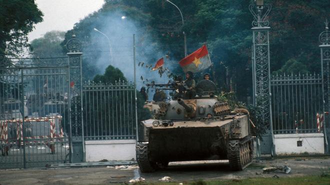 Sài Gòn, ngày 29/4/1975: 5 triệu đô la bị hỏa thiêu trên nóc tòa Sứ quán - Ảnh 12.