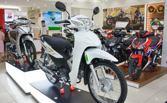 """Soi 4 xe máy tiết kiệm xăng nhất tại Việt Nam, bất ngờ với """"gà đẻ trứng vàng"""" của Honda"""