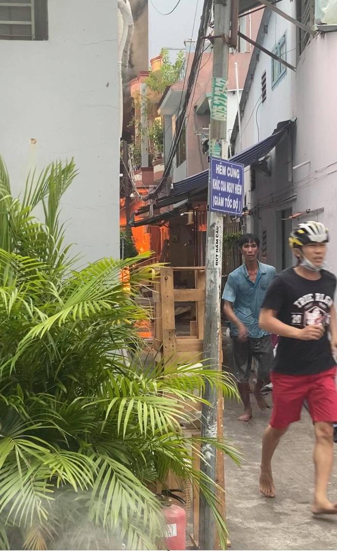 Xem xét dấu hiệu phạm tội trong vụ cháy nhà khiến 8 người tử vong ở Sài Gòn - Ảnh 2.