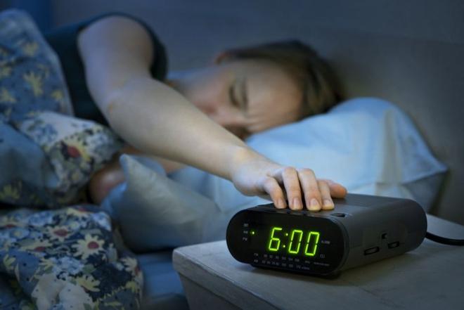Hãy bỏ ngay những thói quen này khi thức dậy vào buổi sáng - Ảnh 1.