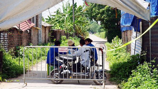 Bộ Y tế thông tin chính thức về ca sốc phản vệ sau tiêm vắc xin COVID-19 tại Đà Nẵng; 4 bệnh nhân COVID có diễn biến lâm sàng tăng nặng rất nhanh - Ảnh 1.