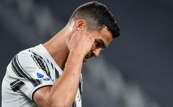 """Ronaldo và Neymar bước một chân vào thảm họa; Messi bất ngờ thấy """"ánh sáng cuối đường hầm"""""""