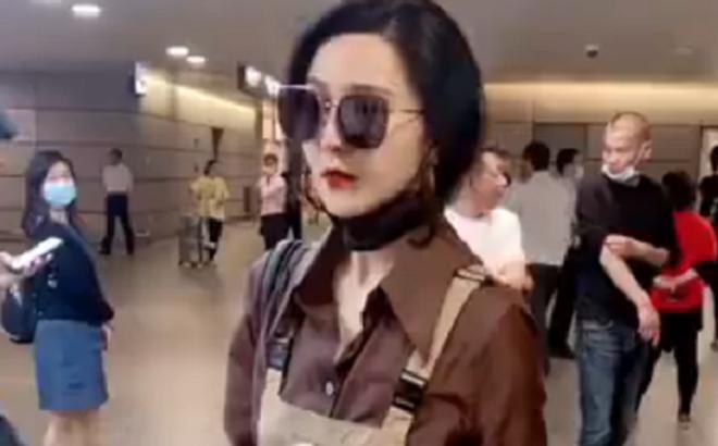 Phạm Băng Băng xuống sắc nhanh chóng, xuất hiện ở sân bay nhưng chẳng ai ngó ngàng đến