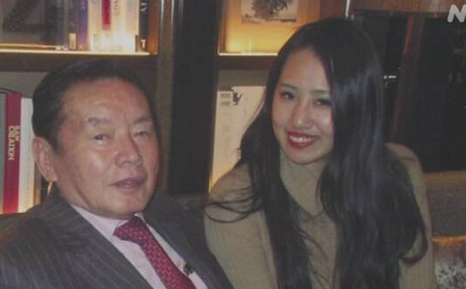 Vụ tỷ phú 77 tuổi đột nhiên qua đời sau vài tháng kết hôn: 3 năm sau vợ trẻ kém 55 tuổi bị điều tra, hé lộ thêm loạt hành động gây rùng mình