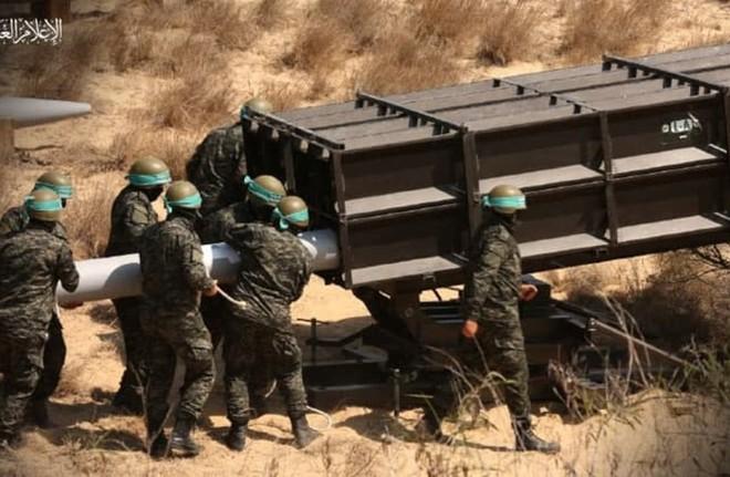 Loạt tên lửa mới được Hamas khai hỏa ồ ạt vào Israel: Công nghệ TQ - kỹ thuật Syria? - Ảnh 1.