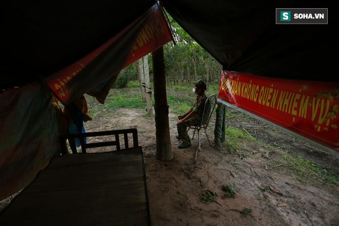 Biên giới Tây Ninh: 50m một chốt, bộ đội căng mình chặn sóng Covid cho Tổ Quốc - Ảnh 9.