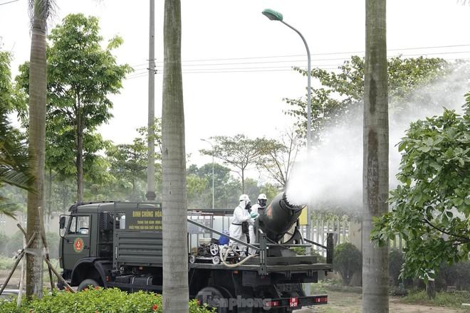 Bộ đội 'tấn công' ổ dịch COVID-19 ở BV Bệnh Nhiệt đới Trung ương cơ sở 2 - ảnh 16