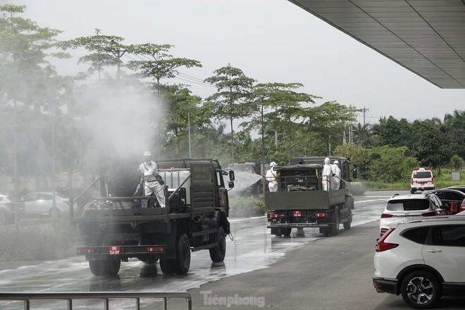 Bộ đội 'tấn công' ổ dịch COVID-19 ở BV Bệnh Nhiệt đới Trung ương cơ sở 2 - ảnh 18