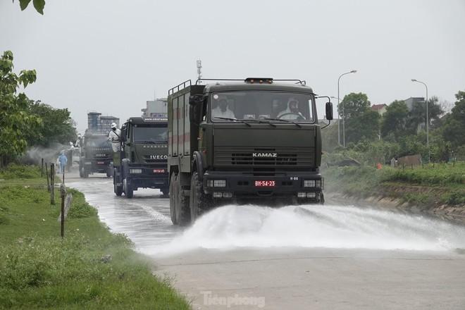 Bộ đội 'tấn công' ổ dịch COVID-19 ở BV Bệnh Nhiệt đới Trung ương cơ sở 2 - ảnh 9