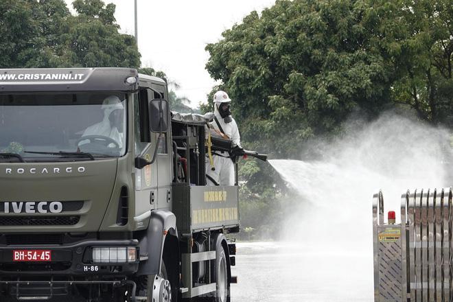 Bộ đội 'tấn công' ổ dịch COVID-19 ở BV Bệnh Nhiệt đới Trung ương cơ sở 2 - ảnh 10