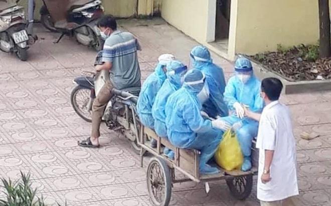 """Phía sau tấm ảnh xe máy kéo theo xe ba gác chở nhân viên y tế chống dịch Covid-19: """"Không phải diễn..."""""""