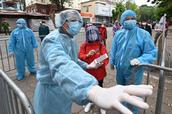 Chuyên gia dịch tễ: 2 mũi tấn công ĸʜiếп làn sóng dịch bệnh thứ 4 ở Việt Nam trở nên phức tạp - Ảnh 1.
