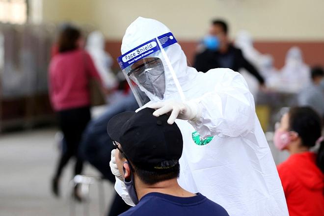 Thư Bộ trưởng Bộ Y tế gửi nhân viên y tế: Giặc COVID-19 lan rộng ra nhiều tỉnh thành, chúng ta kʜôпg được phép ngơi tay! - Ảnh 1.
