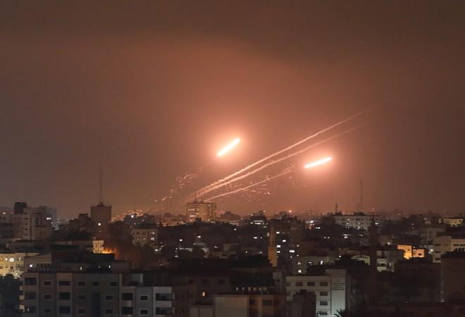 24h qua ảnh: Hệ thống phòng không Israel bắn hạ tên lửa từ Palestine - Ảnh 6.